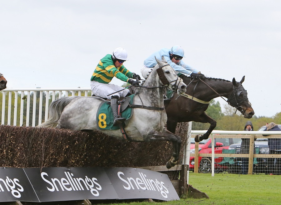 Emerald Rose looks set to defend his 'National' crown at Fakenham
