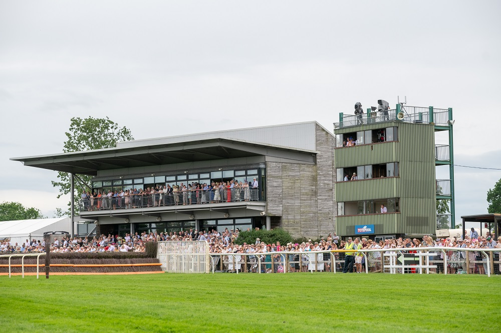 Bumper Easter Helps Racing Attendances Flourish in H1
